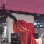 Francia demuestra una interesnte técnica para ejecutar la falda estilo French Can Can en su pieza artística de azúcar