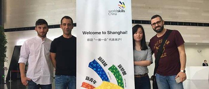 El grupo de españoles, entre ellos Jordi Sempere, que acompañana a Hong Ye