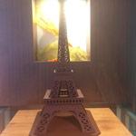 vista frontal torre eiffel de chocolate
