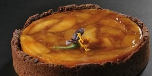 Imagen de Tatin de manzana, Calvados, crema montada y crumble de almendra