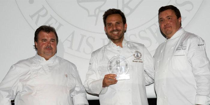 Christophe Michalak rodeado de Pierre Herme y Frédéric Cassel en el momento de recibir el premio