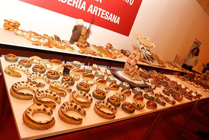exposición de productos del campeonato de panadería
