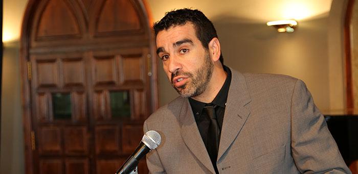 Jose Romero recibiendo reconocimiento