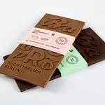chocolate tipográfico negro y con leche