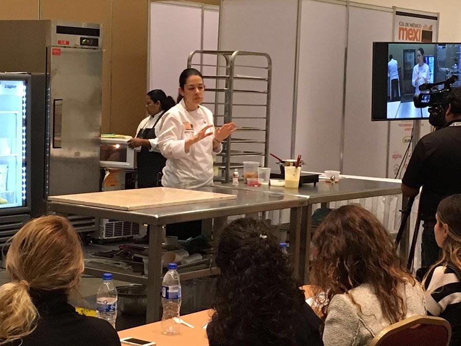 Melissa Coppel compartió con los cursillistas aspectos claves de su manera de entender la chocolatería