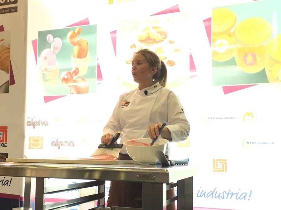 Saray Ruiz dedicó su taller al chocolate artístico