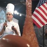 La chef Andrea en el momento de presentar su postre en plato frente al jurado (foto de Olivier Fernández)