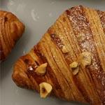 Croissant con relleno de praliné pailleté