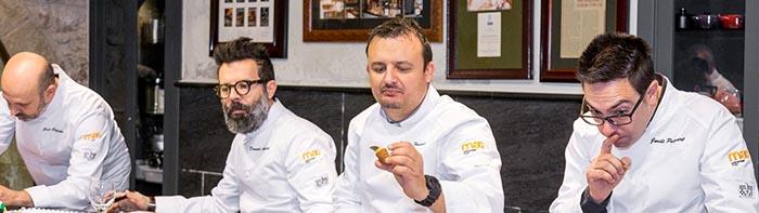 Los grandes maestros en acción, un recurso gráfico con el jurado de la 2a edición del Premio de la Mejor Pasta de Té