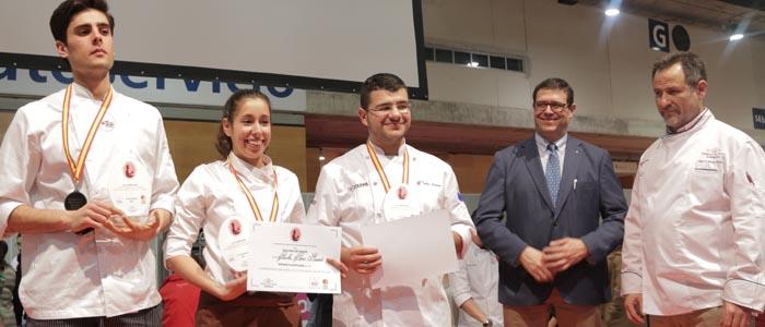 Podio resultante en el I concurso nacional de estudiantes de Pastelería