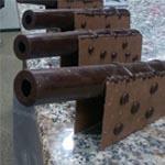 Los cañones que flanquean la pieza