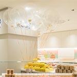 Los globos presiden el mostrador de la tienda situada en Ginza Mitsukoshi