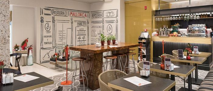 pared pintada en pastelería mallorca