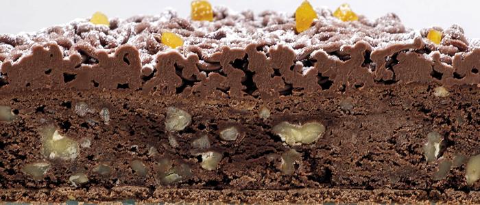El corte del sabroso brownie de Fernando Román