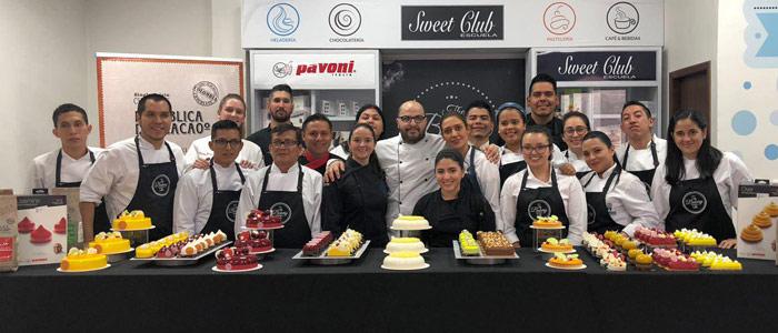 Foto grupo clase pastelería Bachour en The Bakery Lab