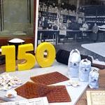 El escaparate temático sobre el 150 aniversario de La Colmena
