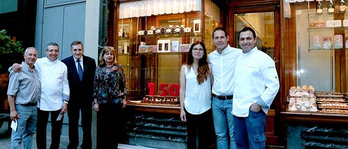 El equipo al frente de la pastelería La Colmena
