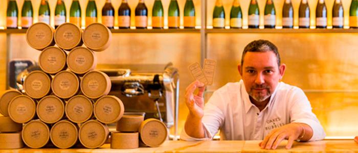 Albert Adrià en el mostrador de Cakes & Bubbles