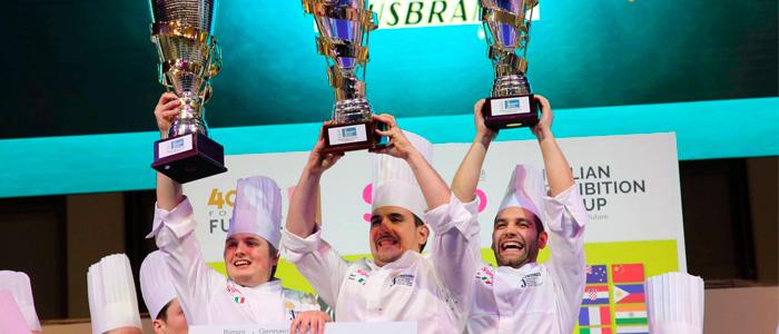 El equipo italiano celebrando la victoria