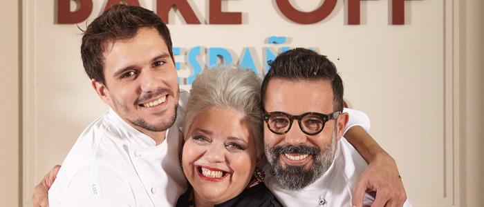 Miquel Guarro, Bentina Monteigne y Daniel Álvarez abrazados