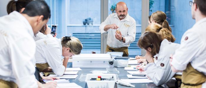 Eric Ortuño durante una clase en L'Atelier