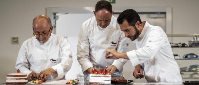 David Pallás y sus técnicos realizando la master class