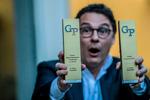 Oriol Balaguer con sus premios