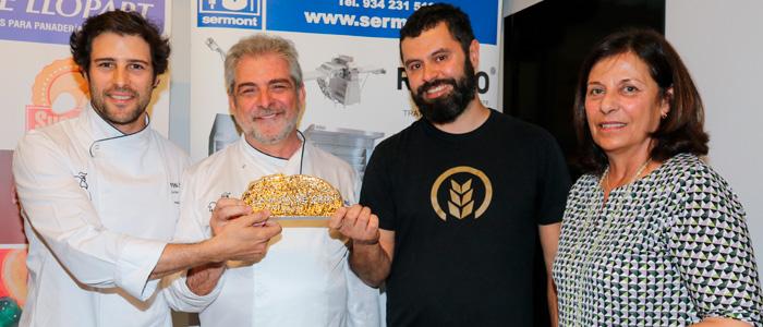 Antonio Ramos y Javier Cocheteux compartiendo la miga de oro
