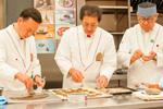 Chefs mostrando la elaboración