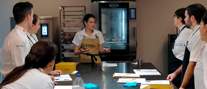 Andrea Dopico durante una sesión en l'atelier