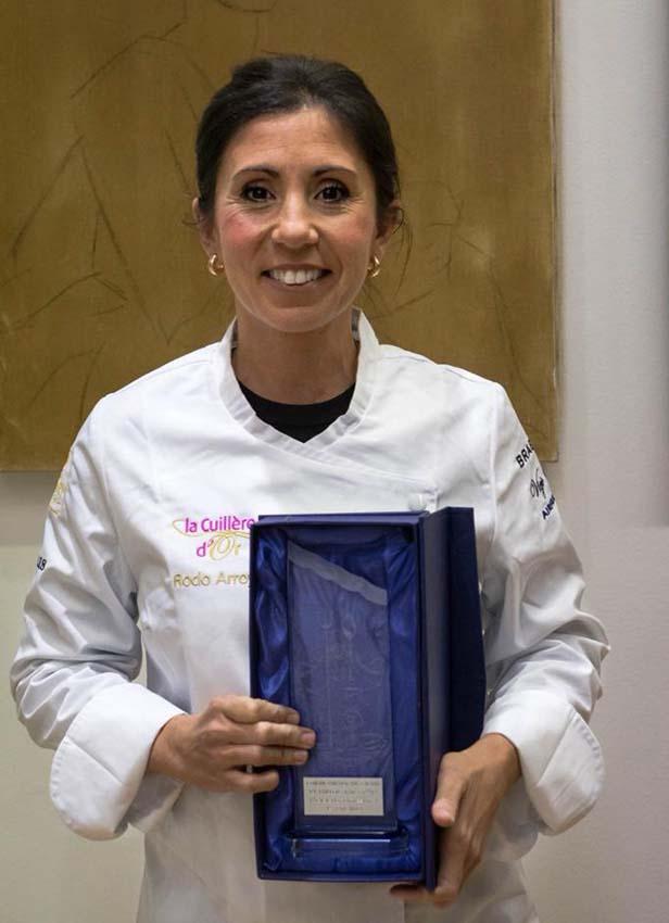 Rocio Arroyo con su trofeo