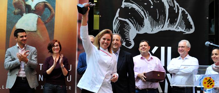 Saray Ruiz alzando el Trofeo Lluís Santapau