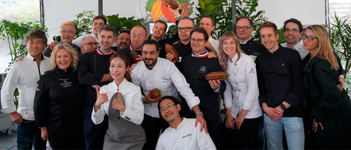 Foto final de los asistentes a la presentación de Wholefruit chocolate