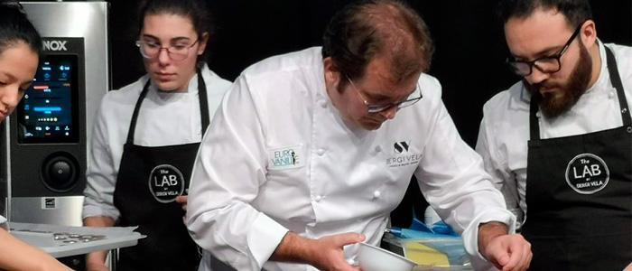 Sertgi Vela durante una demostración en el Fòrum Gastronòmic