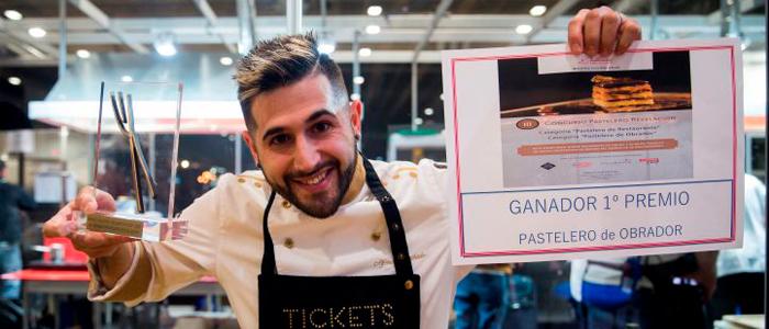 Alfredo Machado con el premio al mejor pastelero revelación