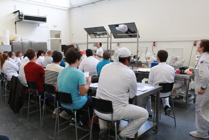 Clase en la Baking School Barcelona