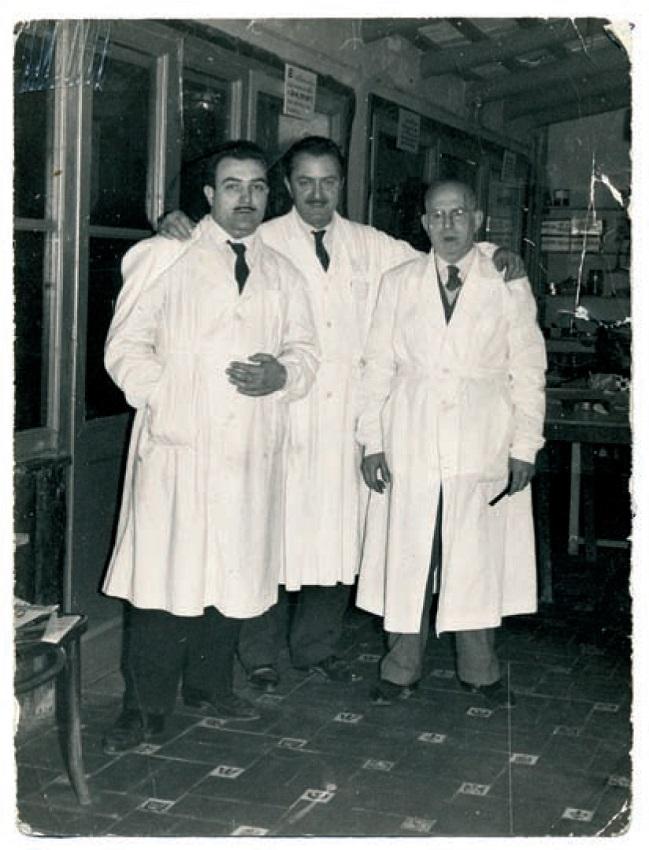 Josep Vives (izquierda) en el centro/escuela que dirigía Jaume Sábat