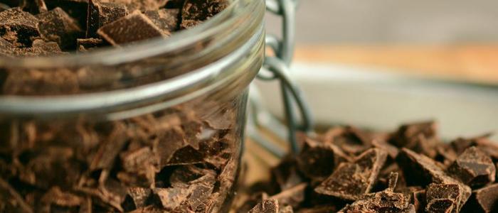 Tarro de cristal y virutas de chocolate