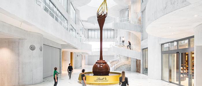 Fuente de chocolate en la entrada al museo