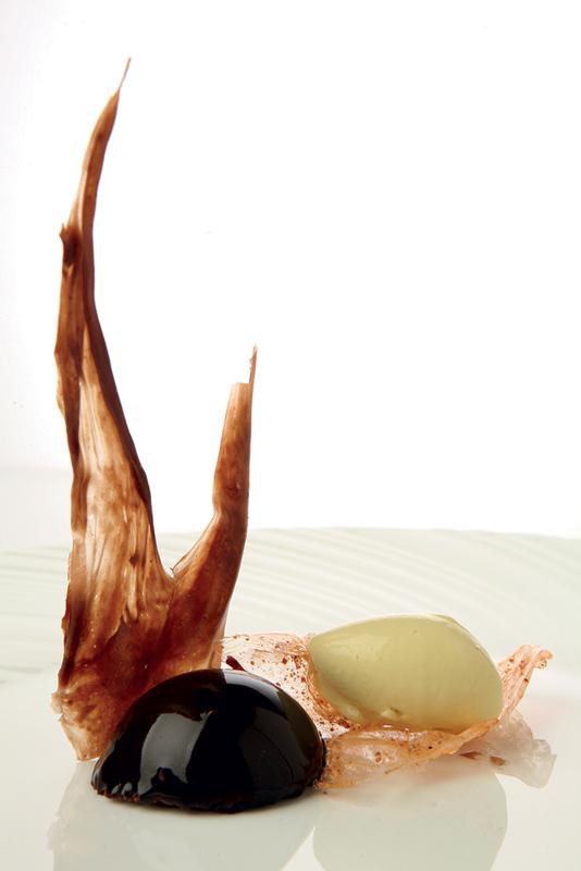 Vinificación del chocolate con helado de amanita caesarea y caramelo de seta cardo