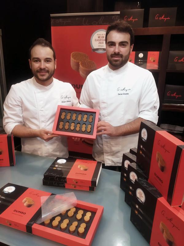 Álvaro y Daniel Álvarez con el packaging a medida para la pasta de té