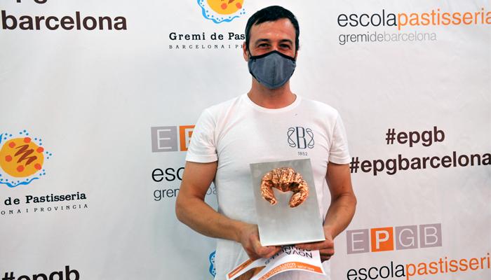 Andreu Sayó ganador del concurso durante la entrega del galardón