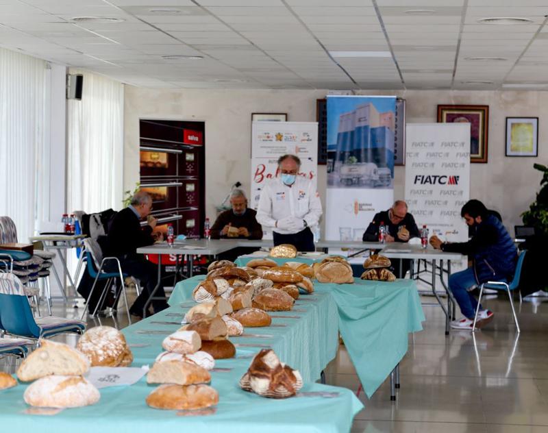 Cata durante de panes durante la edición de la Llesca d'Or Baleares