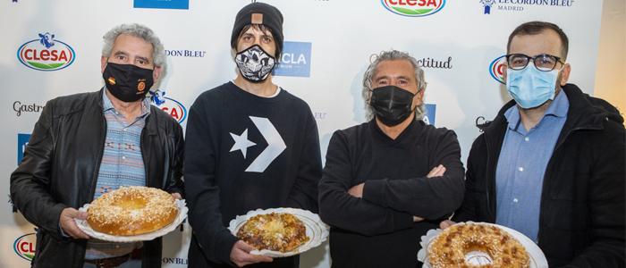 Los tres ganadores del concurso y Paco Torreblanca