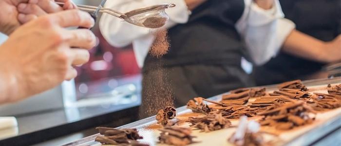 Imagen de un curso de chocolate en la Chocolate Academy