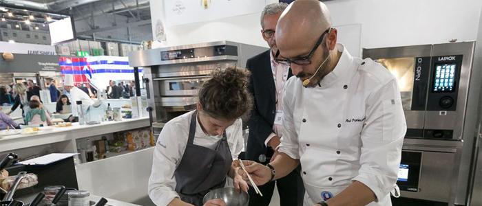 Chefs emplatando en la Feria Host Milano