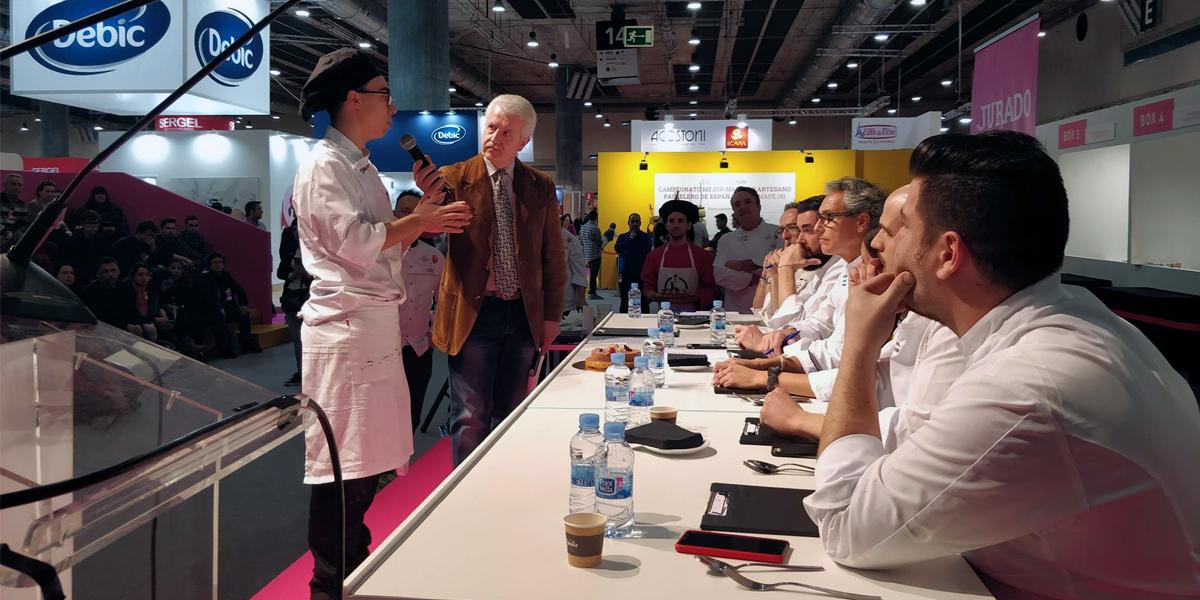 Presentación de tarta en el Campeonato de España de Estudiantes de Pastelería