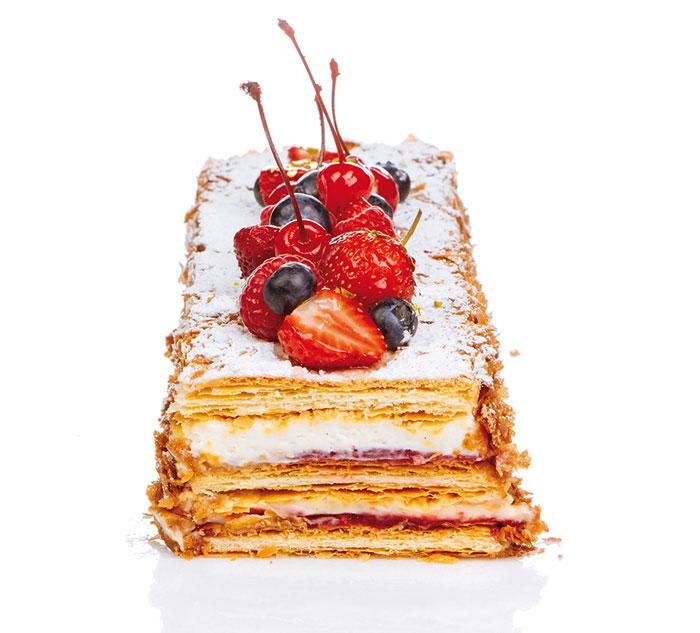 Milhojas de hojaldre relleno de haba tonka, vainilla y frambuesa de Hans Ovando