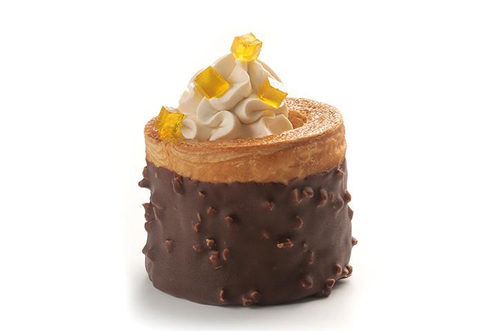 Volován De Croissant Con Chocolate Caramelo Y Dados De