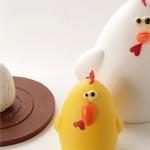 El surtido abierto de gallina, pollito y huevo